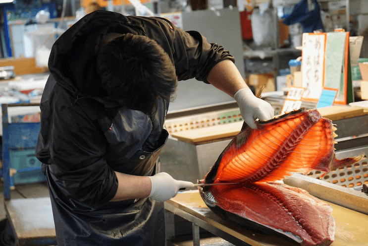 Person cutting a Tuna Fish